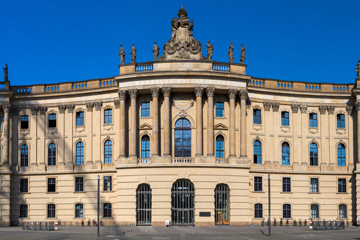 Humboldt-Universität zu Berlin, Vorderansicht