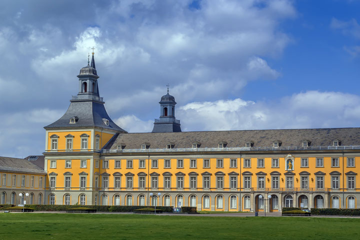 Friedrich-Wilhelms-Universitaet Bonn Vorderansicht Hochschulen